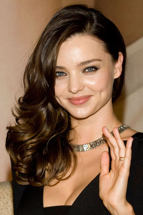 101 Chic Side Swept Hairstyles To Help You Look Younger – Part 2 Within Side Swept Brunette Waves Hairstyles For Prom (View 22 of 25)