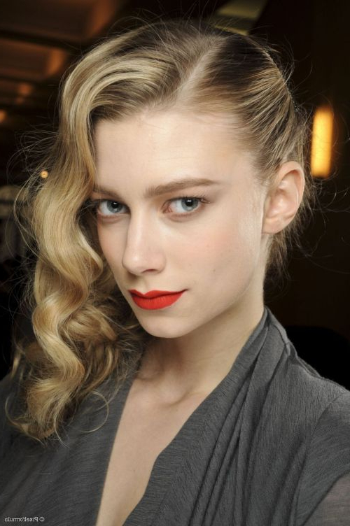 101 Chic Side Swept Hairstyles To Help You Look Younger Within Long Hairstyles To One Side (View 19 of 25)
