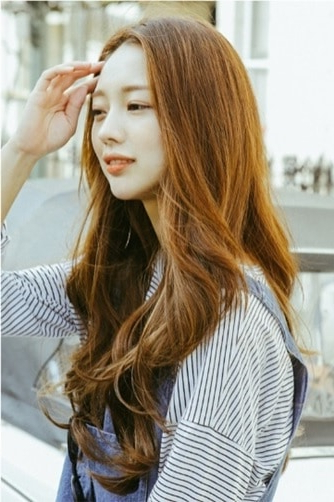 12 Korean Hairstyles For Women That Turn Heads [2019] For Long Hairstyles For Asian Women (View 4 of 25)