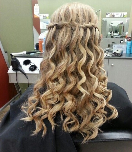 15 Best Long Wavy Hairstyles – Popular Haircuts For Long Cascading Curls Prom Hairstyles (View 7 of 25)