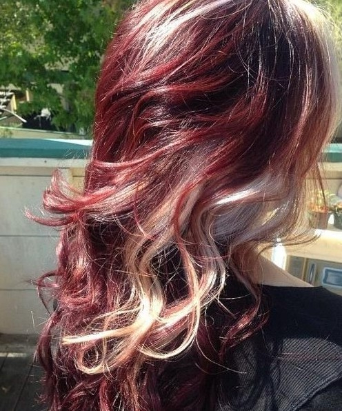 15 Best Long Wavy Hairstyles – Popular Haircuts For Long Hairstyles Red Highlights (View 6 of 25)