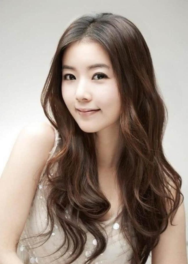 15 Famous Korean Hairstyles For Ladies – Sheideas With Regard To Korean Girl Long Hairstyles (View 6 of 25)