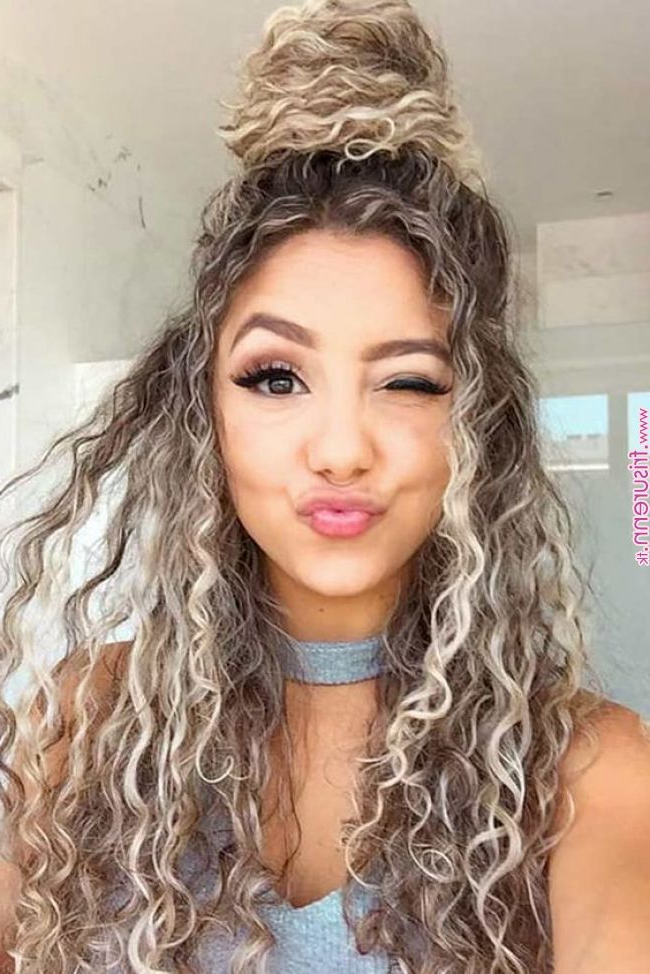 15 Most Cute Curly Hairstyles For Women Over 30 « Frisuren In Long Hairstyles For Women Over (View 7 of 25)