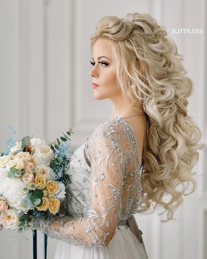 18 Beautiful Wedding Hairstyles Down For Brides And Bridesmaids Within Long Hairstyles Down For Wedding (View 6 of 25)