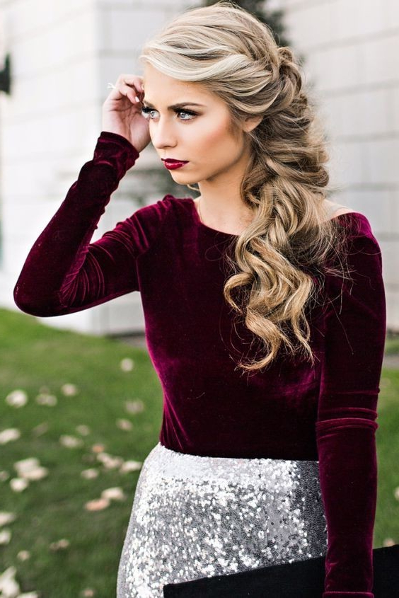 18 Elegant Hairstyles For Prom 2019 Within Long And Loose Side Prom Hairstyles (View 13 of 25)