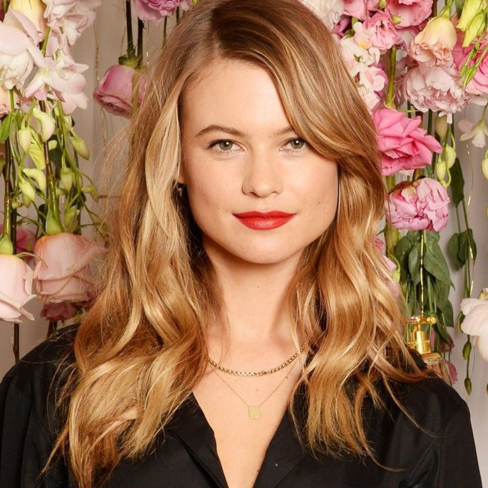 18 Flattering Haircuts For Round Faces With Long Hairstyles That Make You Look Thinner (View 21 of 25)