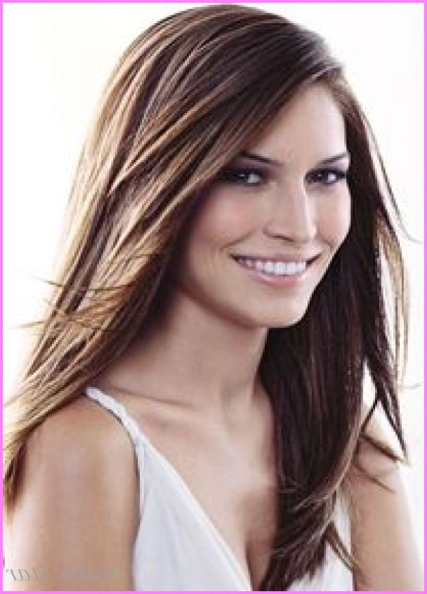 18 Haircuts For Long Straight Hair With Layers And Side Bangs Inside Long Haircuts With Side Bangs (View 23 of 25)