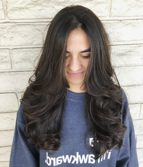 18 Most Flattering Long Hairstyles For Round Faces (2019 Trends) In Long Haircuts With Layers For Round Faces (View 7 of 25)