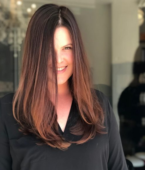 18 Most Flattering Long Hairstyles For Round Faces (2019 Trends) Throughout Long Haircuts For Round Faces And Thin Hair (View 17 of 25)