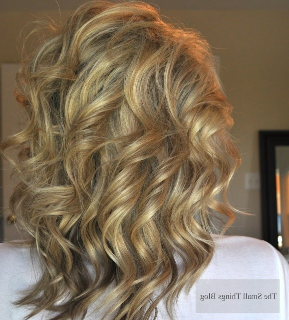 18 Shoulder Length Layered Hairstyles – Popular Haircuts Pertaining To Long Hairstyles Layers Back View (View 16 of 25)