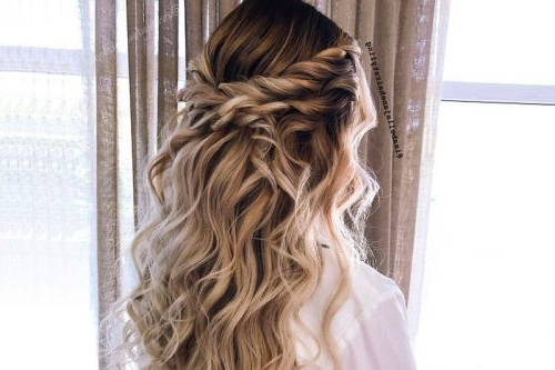 18 Stunning Curly Prom Hairstyles For 2019 – Updos, Down Do's & Braids! For Charming Waves And Curls Prom Hairstyles (View 8 of 25)