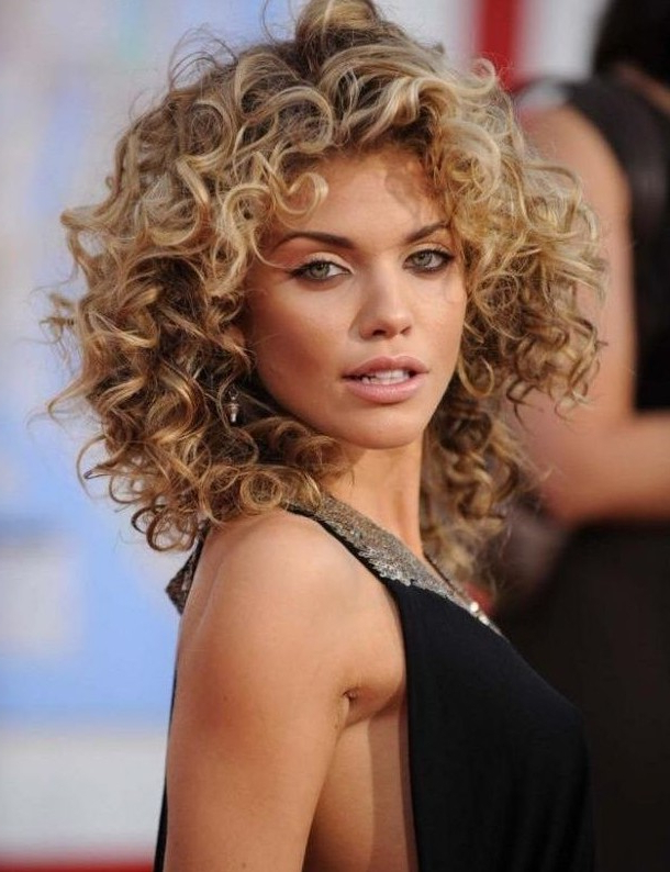 19 Pretty Permed Hairstyles – Best Perms Looks You Can Try This Year For Long Permed Hair With Bangs (View 7 of 25)