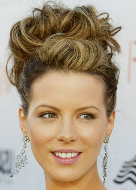 20 Messy Bun Hairstyles For Prom Pertaining To Big Curly Bun Prom Updos (View 7 of 25)