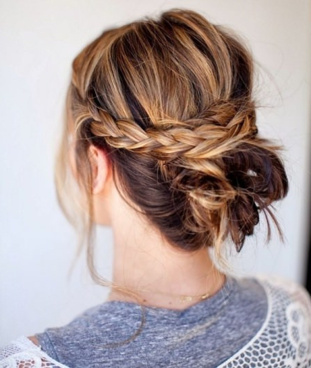 20 Messy Bun Hairstyles For Prom With Side Bun Twined Prom Hairstyles With A Braid (View 19 of 25)