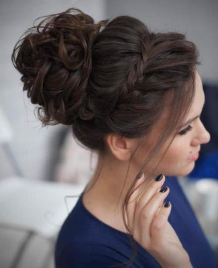 20 Messy Bun Hairstyles For Prom With Side Bun Twined Prom Hairstyles With A Braid (View 7 of 25)