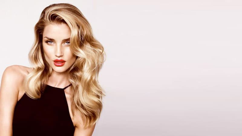 20 Stunning Deep Side Part Hairstyles – The Trend Spotter Regarding Messy Loose Curls Long Hairstyles With Voluminous Bangs (View 19 of 25)