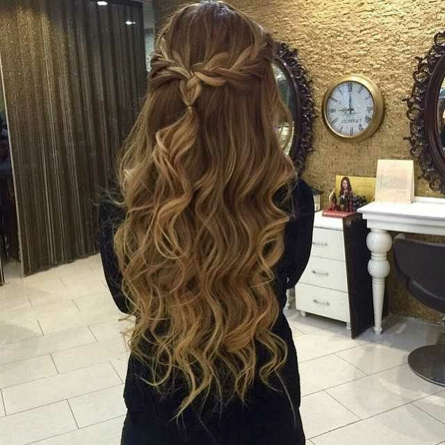 22 Perfect Prom Hairstyles For A Head Turning Effect In The Party In Loose Messy Waves Prom Hairstyles (View 3 of 25)