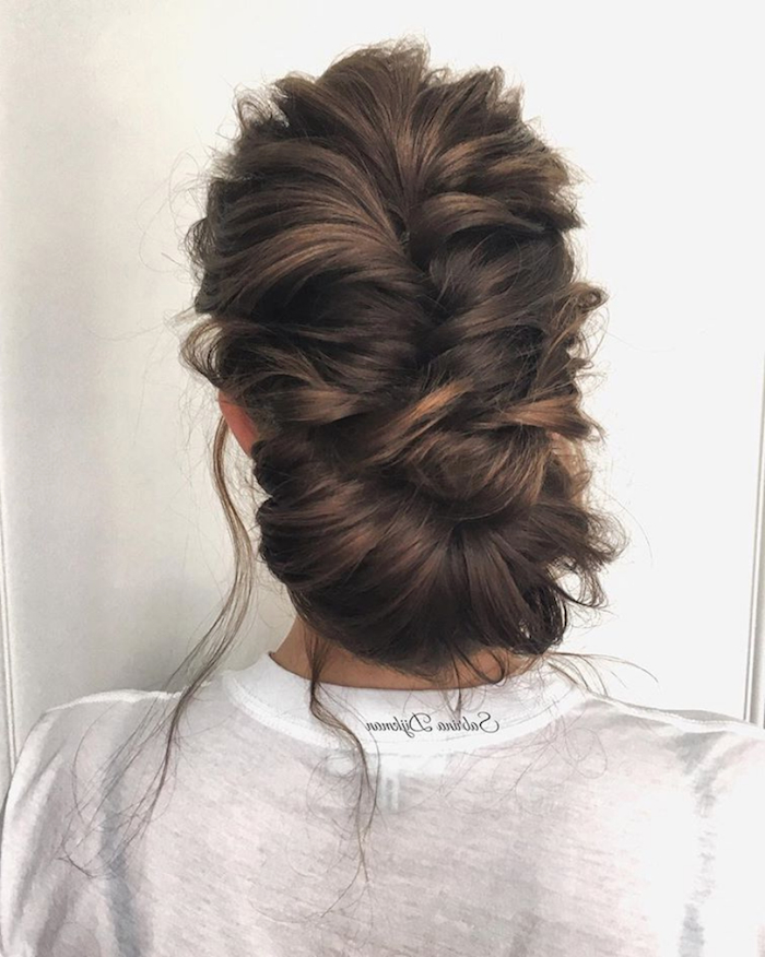 24 Gorgeous Messy Wedding Updos – Tania Maras | Bespoke Wedding Intended For Messy Bun Prom Hairstyles With Long Side Pieces (View 24 of 25)