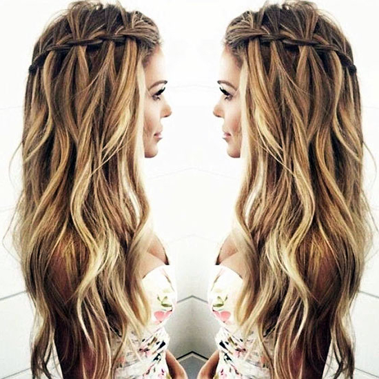 25 Hairstyles To Slim Down Round Faces With Regard To Long Hairstyles For Chubby Face (View 10 of 25)