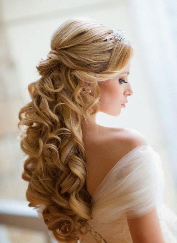 25 Most Elegant Looking Curly Wedding Hairstyles – Haircuts For Long Curly Hairstyles For Wedding (View 6 of 25)