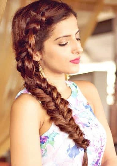 30 Classic Long Hairstyles For Indian Women – Hairstylecamp With Long Hairstyles Indian (View 6 of 25)