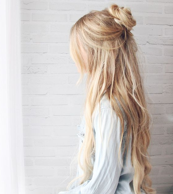 30 Trendy And Beautiful Long Blonde Hairstyles In Blonde Long Haircuts (View 8 of 25)