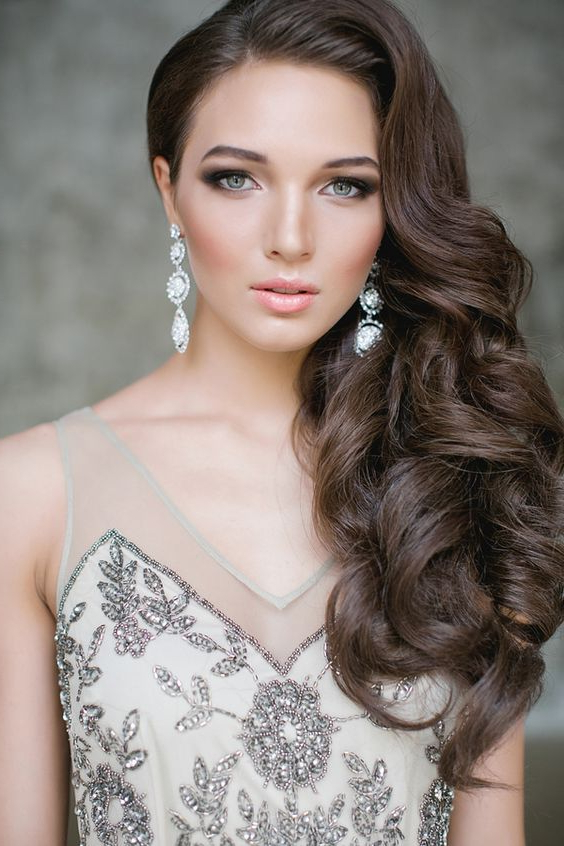 34 Elegant Side Swept Hairstyles You Should Try – Weddingomania Intended For Long Hairstyles To The Side (View 14 of 25)