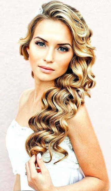 34 Elegant Side Swept Hairstyles You Should Try – Weddingomania With Regard To Side Swept Brunette Waves Hairstyles For Prom (View 23 of 25)