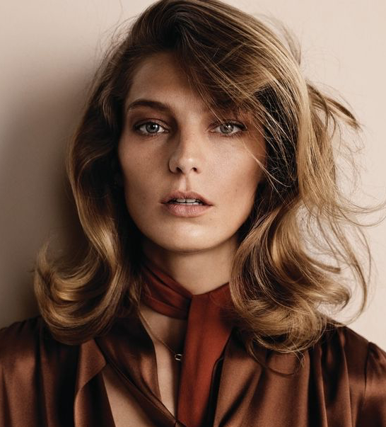 35 Glamorous '70S Feathered Hair Style Looks In Heavily Layered Face Framing Strands Long Hairstyles (View 15 of 25)