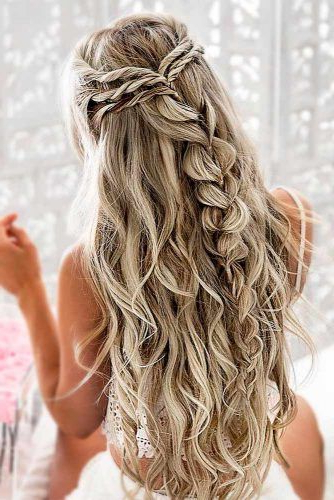 39 Totally Trendy Prom Hairstyles For 2019 To Look Gorgeous With Regard To Charming Waves And Curls Prom Hairstyles (View 3 of 25)