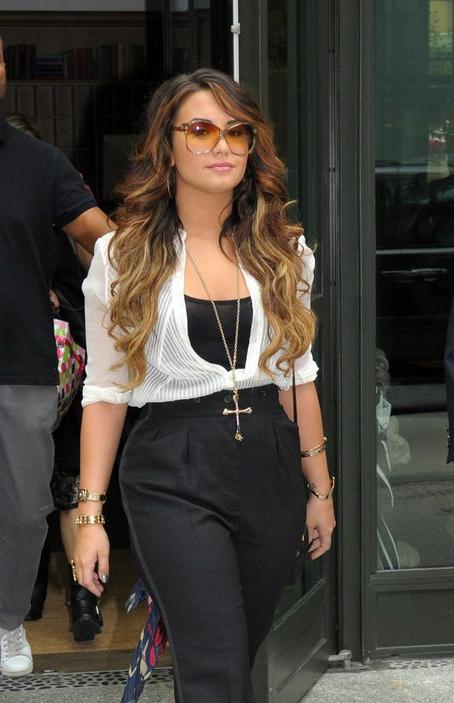 4 Demi Lovato Hairstyles: Long Hair – Popular Haircuts Inside Demi Lovato Long Hairstyles (View 13 of 25)