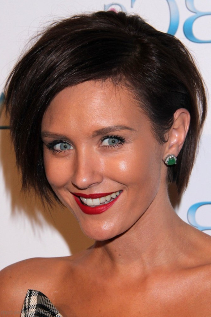 40 East Short Layered Hairstyles Throughout Long Hairstyles With Short Layers (View 19 of 25)