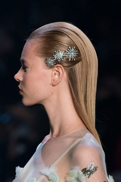 40 Gorgeous And Grown Up Ways To Wear Hair Barrettes – Thefashionspot With Side Bun Prom Hairstyles With Jewelled Barrettes (View 17 of 25)