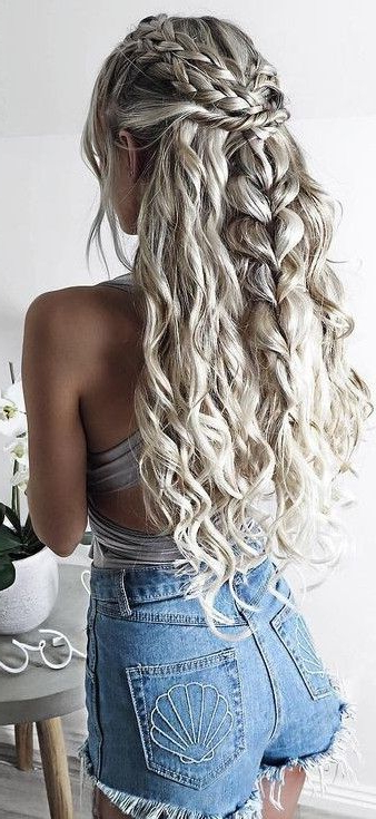 45 Trending And Lovely Summer Outfits From Our New Blogger Crush Pertaining To Long Curly Braided Hairstyles (View 3 of 25)
