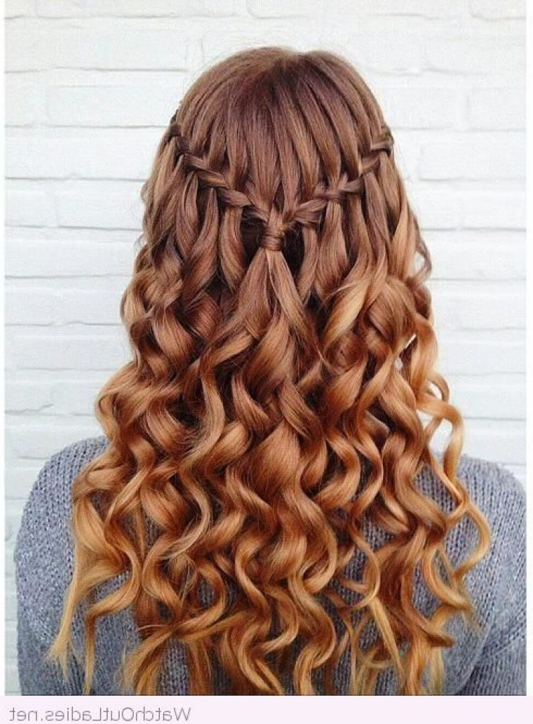 47 Your Best Hairstyle To Feel Good During Your Graduation Throughout Long Hairstyles For Graduation (View 14 of 25)