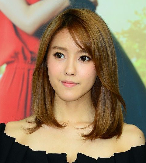 50 Gorgeous Side Swept Bangs Hairstyles For Every Face Shape Regarding Long Haircuts Side Swept Bangs (View 17 of 25)