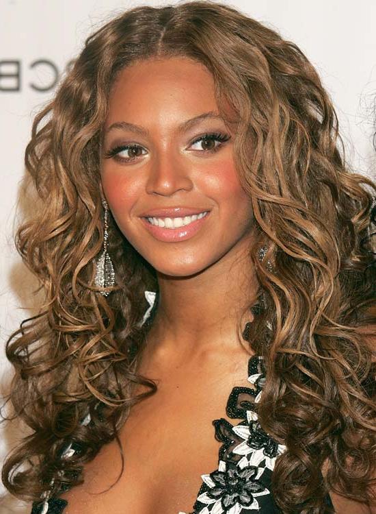 50 Super Easy Casual Hairstyles For Medium Hair For Casual Hairstyles For Long Curly Hair (View 6 of 25)