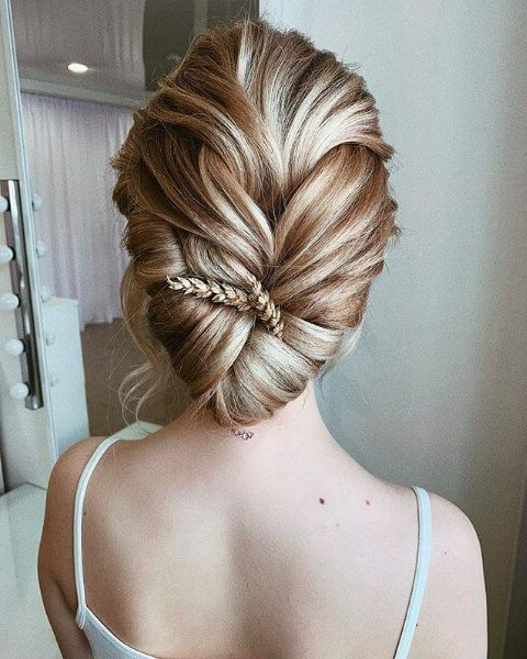 55 Elegant Prom Hairstyles – Belletag Inside Asymmetrical Knotted Prom Updos (View 18 of 25)