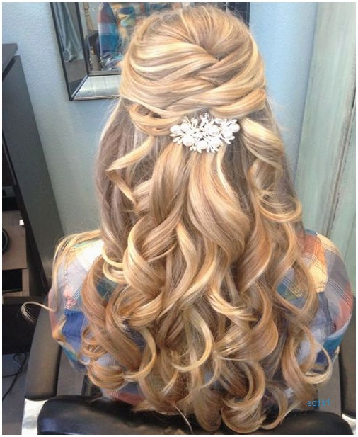 58 Luxury Curly Hairstyles For Homecoming Idea | Short Hairstyles Idea For Curly Prom Prom Hairstyles (View 12 of 25)