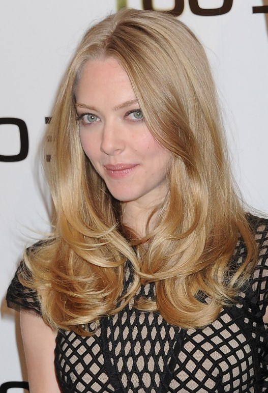 Amanda Seyfried Long Hairstyle – Middle Part Layered Hairstyle Regarding Long Hairstyles Middle Part (View 11 of 25)