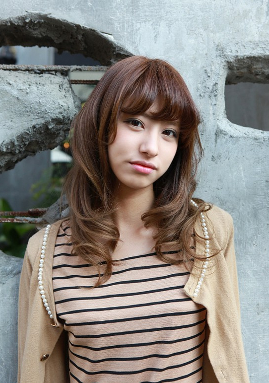 Asian Girls Shoulder Length Wavy Hairstyle With Full Bangs Pertaining To Long Wavy Hairstyles Korean (View 15 of 25)
