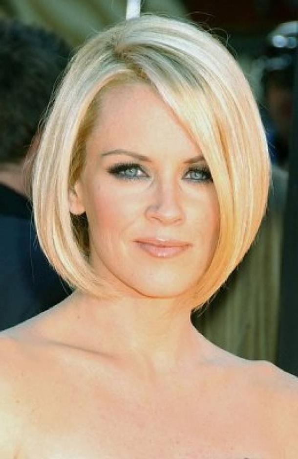 Best Hairstyles For Oval Faces And Thick Hair — Classic Style : Best Intended For Long Hairstyles Oval Faces Thick Hair (View 13 of 25)