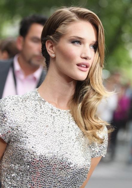 Best Side Swept Hairstyles For Every Occasion – Pretty Designs With Regard To Long Hairstyles To The Side (View 21 of 25)