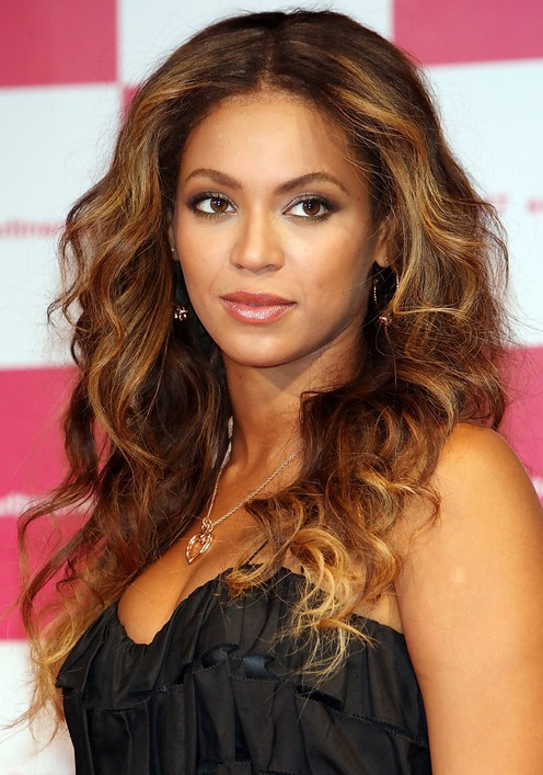 Beyonce Center Parting Long Wavy Curly Hairstyle | Styles Weekly Inside Long Hairstyles Centre Parting (View 21 of 25)