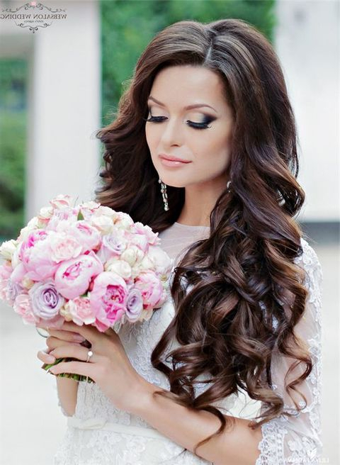 Breathtaking Wedding Hairstyles With Curls | Happywedd Throughout Long Curly Hairstyles For Wedding (View 13 of 25)