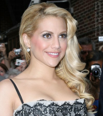Brittany Murphy Wearing Her Long Hair Pulled Over To One Side Inside Long Hairstyles Pulled To One Side (View 25 of 25)