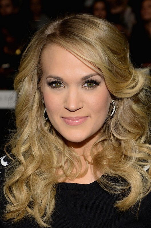 Carrie Underwood Long Blonde Curly Hairstyle For Thick Hair | Styles With Carrie Underwood Long Hairstyles (View 18 of 25)