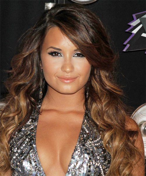 Demi Lovato Casual Long Wavy Hairstyle With Side Swept Bangs – Dark Intended For Demi Lovato Long Hairstyles (View 15 of 25)
