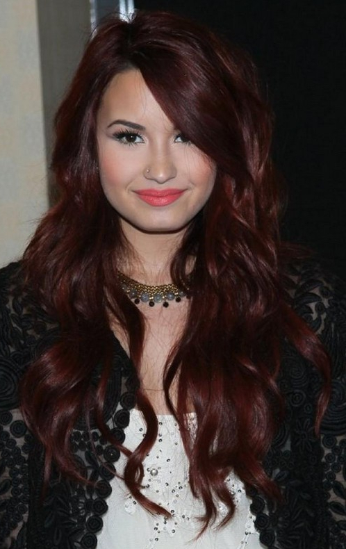 Demi Lovato Hairstyle: Layered Long Wavy Haircut For Fall In Fall Long Hairstyles (View 13 of 25)