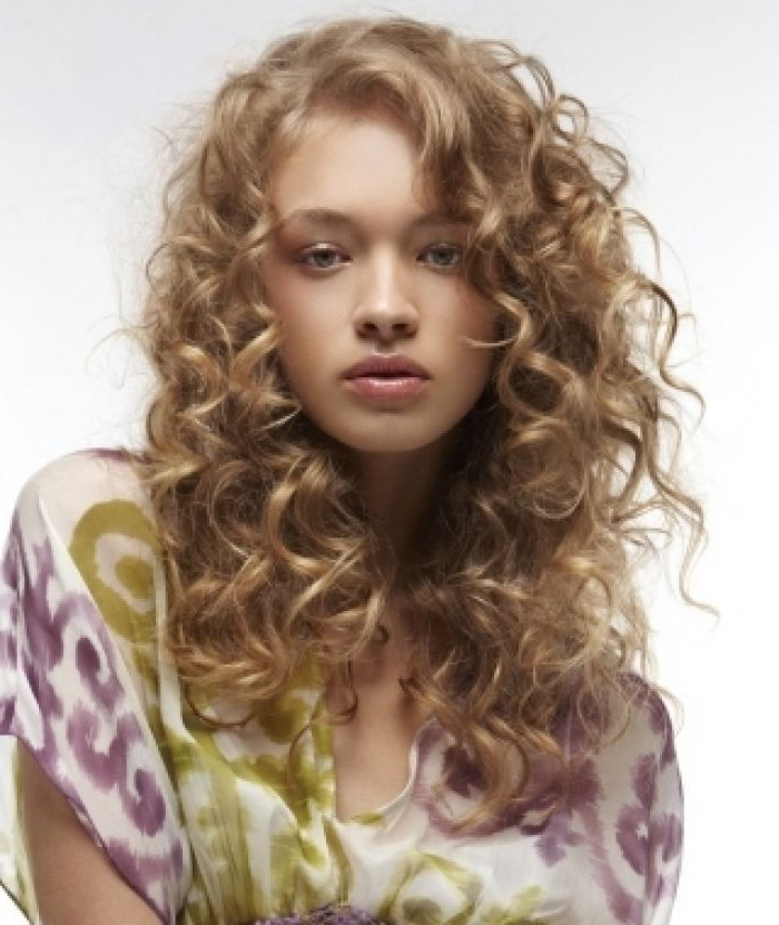 Flatter Your Round Shaped Face With These 5 Curly Hairstyles With Curly Long Hairstyles For Round Faces (View 14 of 25)